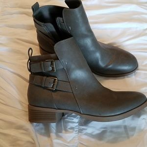 Old navy ankle booties boots size 10 army green